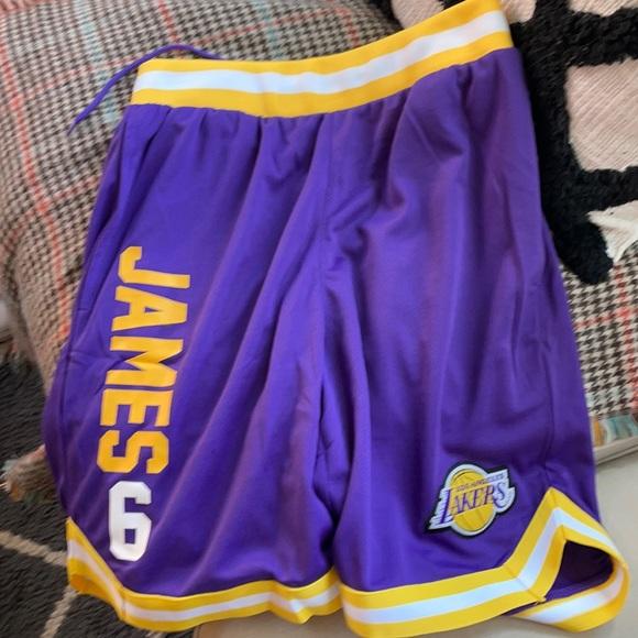 Lebron James NBA LA LAKERS shorts Medium BNWT 6